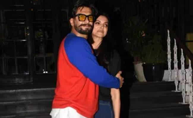 """Baby Reham Karo Yaar"": Ranveer Singh's Comment On Wife Deepika Padukone's Post Is Breaking The Internet thumbnail"
