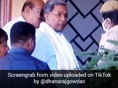 TikTok Viral Video: कांग्रेस नेता  सिद्धारमैया के साथ पुलिसकर्मी ने किया कुछ ऐसा, देखकर हैरान रह गए लोग