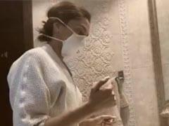 Coronavirus से बचाव के लिए Deepika Padukone के बाद अनुष्का शर्मा ने लिया डब्ल्यूएचओ का सेफ हैंड चैलेंज