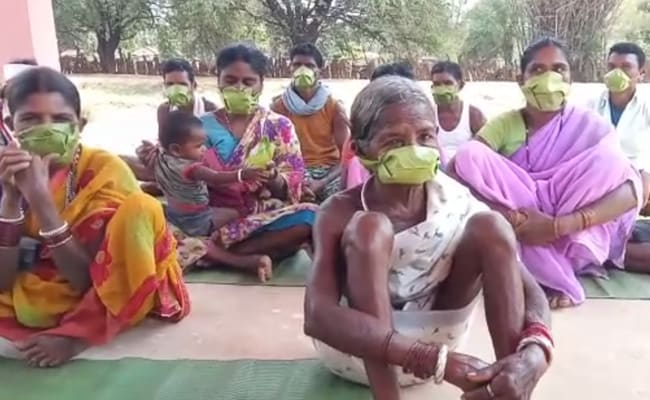 Tribals In Bastar Make Masks From Palm Leaves, Stay In To Fight COVID-19