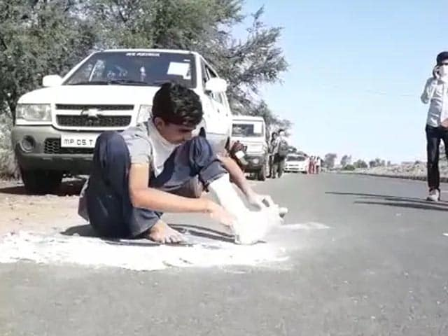 Video : Migrant Worker, Whose Pic Went Viral, To Walk Home Despite Fracture