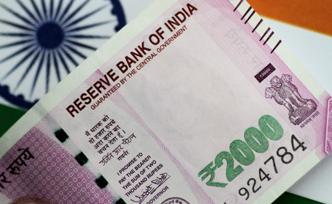 Rupee Gives Up Early Gains, Ends Marginally Lower At 73.34 Against Dollar
