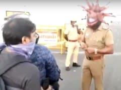 'கொரோனா ஹெல்மட்' - விழிப்புணர்வுக்கு சென்னை போலீஸின் புது யுக்தி!!