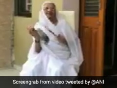 Watch: PM's Mother Clangs Utensils On <i>Janata</i> Curfew, Gets Message From Him