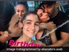 मलाइका-अर्जुन और रणबीर-आलिया की Kiss वाली फोटो वायरल, देखें Photos