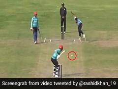 राशिद खान ने अजीबोगरीब तरह से मारा छक्का, गेंदबाज भी देखकर रह गया हैरान, देखें Viral Video