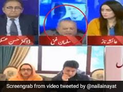 पाकिस्तान में LIVE TV के दौरान पीएम इमरान की आलोचना करते हुए कुर्सी से गिरा पैनलिस्ट, फिर एंकर ने किया कुछ ऐसा... देखें Video