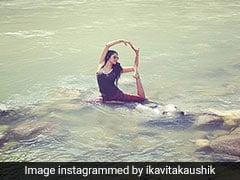 TV की दबंग पुलिस अफसर ने नदी के बीचोंबीच बैठ यूं किया योग, वायरल हुईं Photos