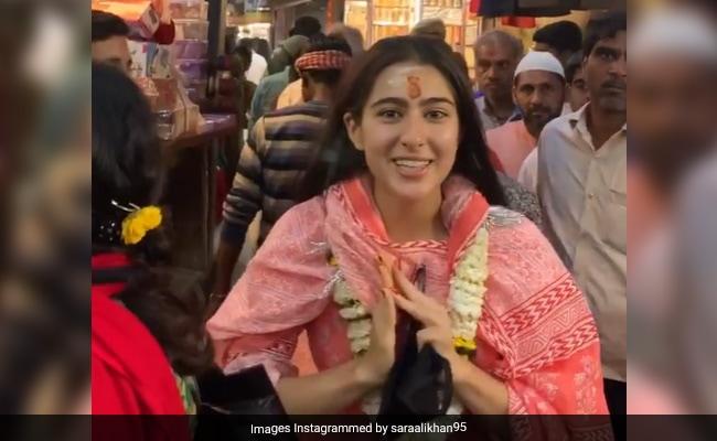 'Namaste Darshako': Tour Guide Sara Ali Khan Strikes Again, This Time In Varanasi's Alleys