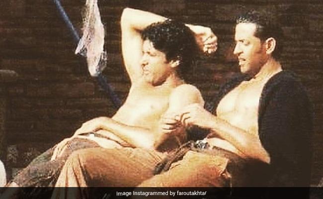 Zindagi Na Milegi Dobara Bwoys Hrithik Roshan And Farhan Akhtar Paint Instagram Red