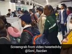 सोनी राजदान ने शेयर किया एयरपोर्ट का Video, बेहाल यात्री पुलिसवालों से बोले- हमें मार दो...