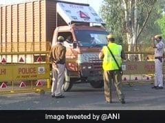 लॉकडाउन: मुंबई से यूपी जा रहे ट्रक पर पुलिस वालों को हुआ शक, तलाशी लेने पर मिला यह...