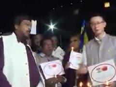 केंद्रीय मंत्री रामदास अठावले ने चीनी राजनयिक के साथ लगाए 'Go Corona' के नारे, वायरल हुआ Video