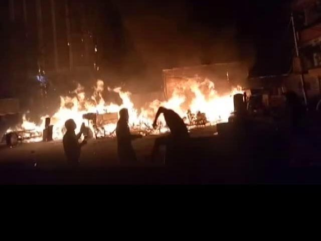 Video : Fire At Furniture Market In Delhi's Shaheen Bagh, 4 Fire Trucks At Site