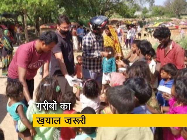 Videos : लॉकडाउन : कानपुर IIT से आगे आए लोग, ईंट भट्टा मज़दूरों को खिला रहे खाना