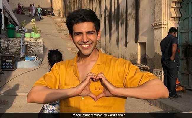 Trending: Kartik Aaryan's Cheeky Reply To Fan Who Offered Him Rs 1 Lakh On Instagram