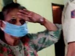 कोरोनावायरस लॉकडाउन के बीच दिल्ली पुलिस ने किया ऐसा काम कि बुजुर्ग महिला ने खड़े होकर किया सैल्यूट