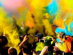 Holi 2020: होली खेलने से पहले और बाद स्किन और बालों की ऐसे करें देखभाल, इन टिप्स के साथ बेफिक्र मनाएं रंगों का त्योहार!