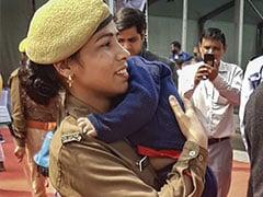 CM योगी के कार्यक्रम में डेढ़ साल के बच्चे को गोद में लेकर ड्यूटी देने पहुंची महिला पुलिसकर्मी, कहा...