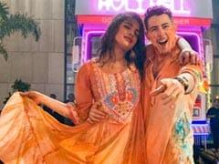 "Nick Jonas Plays Holi For The First Time. Priyanka Chopra Shows ""How It's Done"""