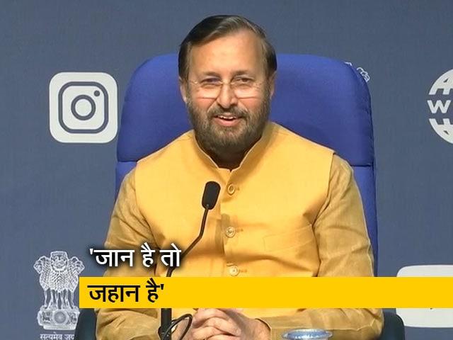 Videos : केंद्रीय मंत्री प्रकाश जावड़ेकर ने कहा, ' सोशल डिस्टेंसिंग बेहद जरूरी'