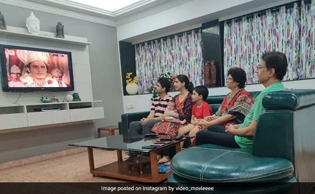 Viral: When Reel Life Ram Arun Govil Watched Ramayan With His Family