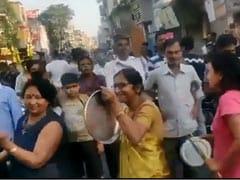 जनता कर्फ्यू के दौरान सड़कों पर उतरा लोगों का हुजूम, बॉलीवुड एक्टर बोले- चलो अच्छा है कोरोना भारत से चला गया...