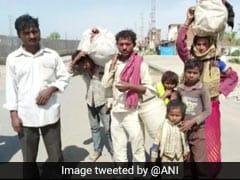 220 किलोमीटर पैदल चलकर कानपुर जा रहा है यह परिवार, बॉलीवुड डायरेक्टर ने शेयर की Photo