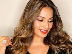 Bipasha Basu ने किया वर्कआउट का वीडियो शेयर, लॉकडाउन में ऐसे रख रहीं है खुद को फिट