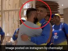 एमएस धोनी को देखते ही सुरेश रैना ने लगा दी दौड़, गले लगाकर किया Kiss तो हंसने लगे लोग, देखें Video