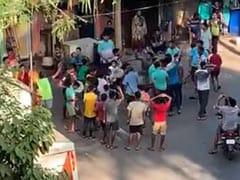 जनता कर्फ्यू' में यूं दिखा लोगों का झुंड, बॉलीवुड एक्ट्रेस बोलीं- बेवकूफी की हद है...देखें Video