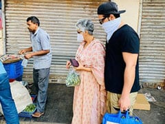 पारस छाबड़ा लॉकडाउन के बीच मम्मी के साथ खरीदने निकले सब्जियां, थैला पकड़े आए नजर- Photo Viral
