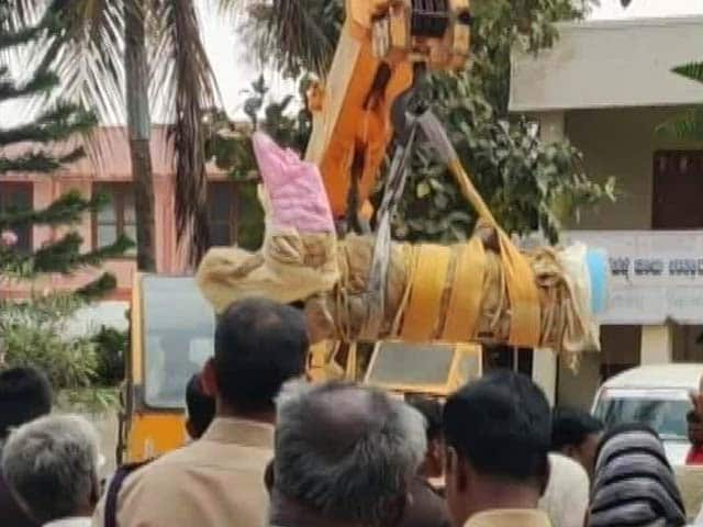 "Video : Javed Akhtar ""Shamed"" By Removal Of Jesus Christ Statue Near Bengaluru"
