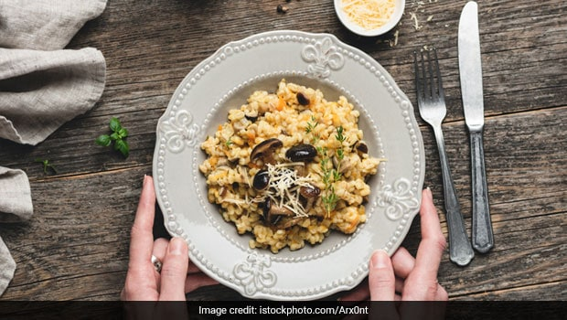 Restaurant-Style Pulao: Kashmiri Mushroom Pulao Recipe By Mealabilitys Chef Is A Must-Try During Lockdown (Watch Recipe Video)