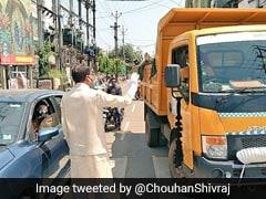 MP Corona Update: मुख्यमंत्री शिवराज सिंह चौहान ने सड़क पर उतर कर लोगों से सोशल डिस्टेसिंग की अपील की