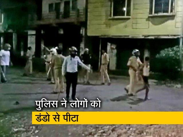 Videos : सूरत में अपने घर लौटने की कोशिश कर रहे प्रवासियों पर लाठीचार्ज