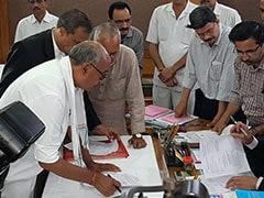 दिग्विजय का राज्यसभा चुनाव के लिए नामांकन, कांग्रेस संकट में, आंकड़ों से बीजेपी जीत सकती है बाजी