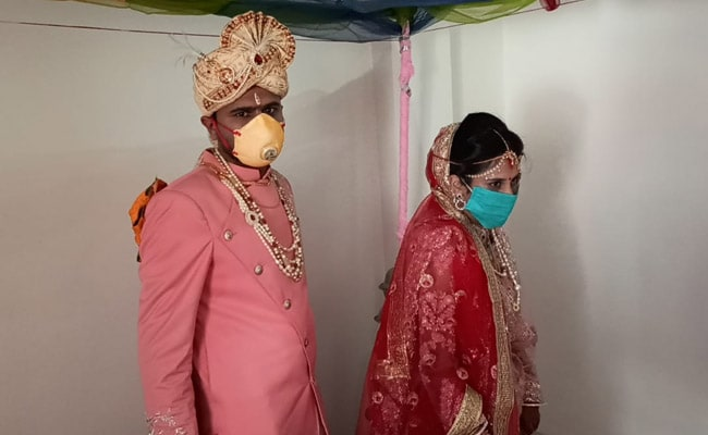 Coronavirus Indore Marriage In The Time Of Covid 19 Sanitisers Masks At Indore Function