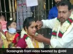 Tamil Nadu Couple Marries At Temple Doorstep Amid COVID-19 Lockdown