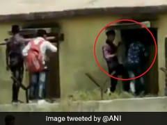 बोर्ड परीक्षा में बच्चों को Cheating कराने के लिए चढ़ गए स्कूल की दीवार, खिड़की से ऐसे कराई नकल, देखें Video