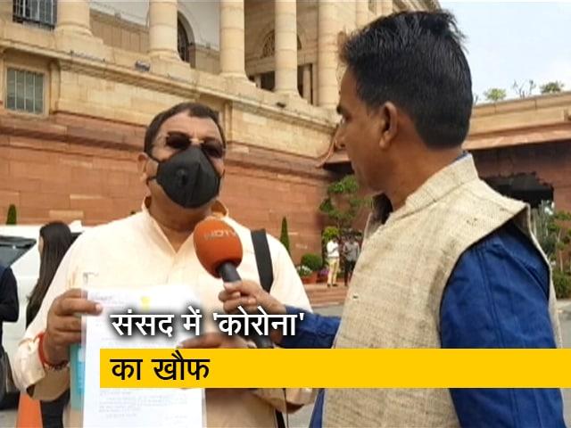 Video : मास्क लगाकर संसद पहुंचे AAP सांसद सुशील कुमार गुप्ता