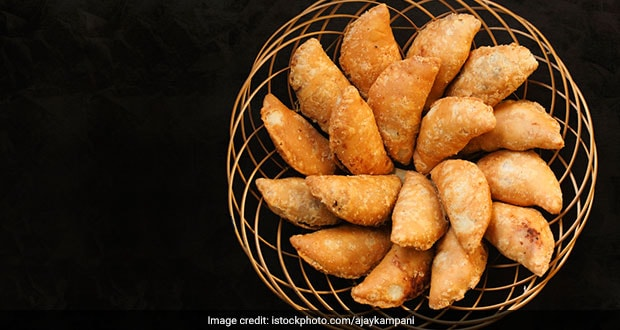 Diwali 2020: How To Make Perfect Halwai-Style Gujiya At Home With These 5 Easy Tips