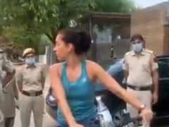 Coronavirus Lockdown: महिला राजनयिक ने किया लॉकडाउन का उल्लंघन, रोकने पर पुलिस वालों से बोलीं- तुम मेरा कुछ नहीं कर सकते