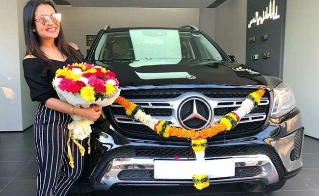 Talented Indian Female Singers & Their Luxurious Cars