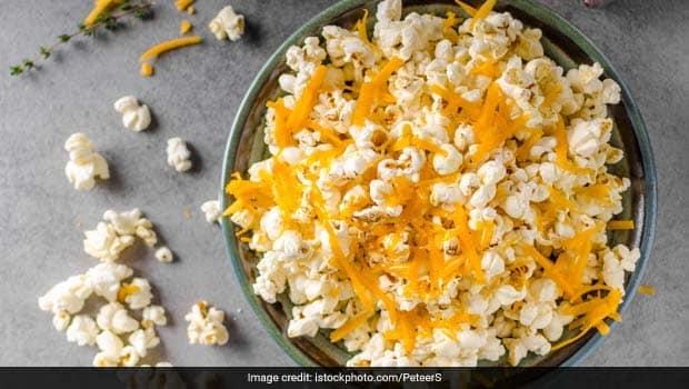 Homemade Cheesy Popcorn