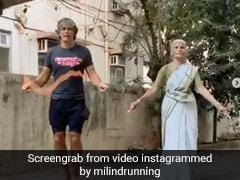 81 साल की मां के साथ रस्सी कूदते हुए आए नजर मिलिंद सोमन, Video देख लोगों ने कहा- ''आपकी मॉम को हमारा सलाम''