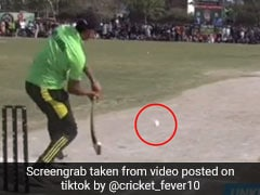 TikTok Viral Video: बल्लेबाज ने आंख बंद करके मारा ऐसा 'Rocket शॉट', देखते ही सिर खुजाने लगा गेंदबाज...
