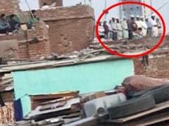 एक छत पर समूह में नमाज पढ़ रहे लोगों का Video आया सामने, नोएडा पुलिस ने किया 11 लोगों के खिलाफ केस दर्ज