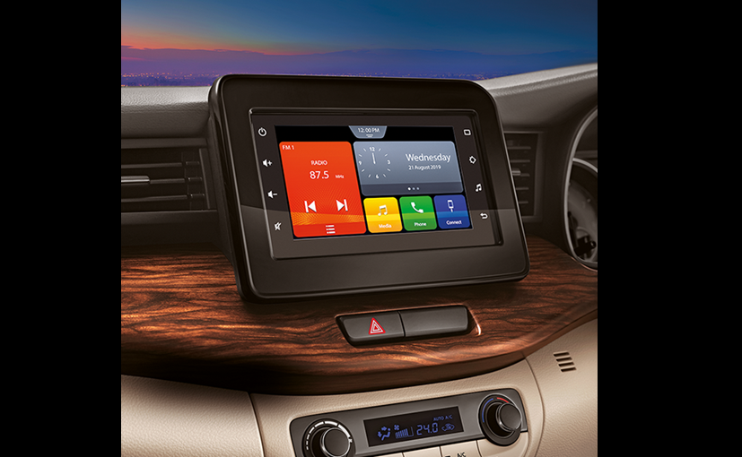 The SmartPlay Studio AVN gets a 7-inch display and offers Apple CarPlay and Android Auto