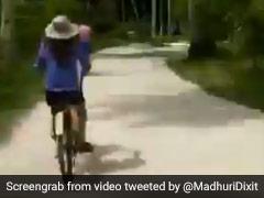 माधुरी दीक्षित ने की साइकिल की सवारी, Video हुआ वायरल